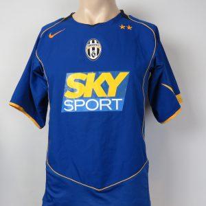 8e68cbc7e Vintage Juventus 2004-05 away shirt Nike soccer jersey size S Bianconeri